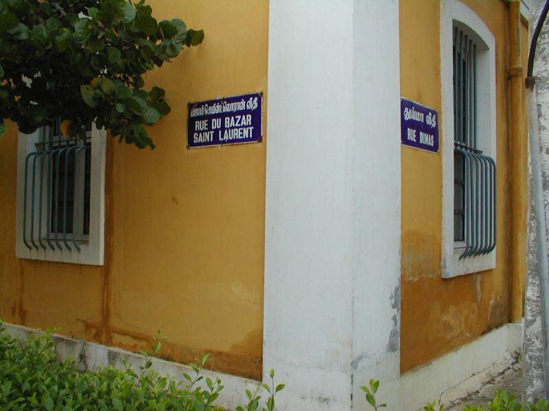 Street signs in Pondicherry  	in Tamil and French